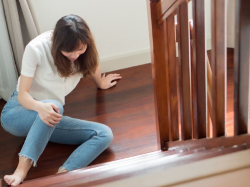 woman fell off the stairs
